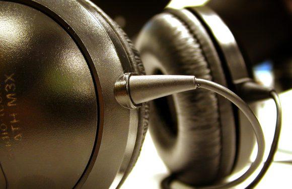Słuchawki zauszne – wygodne rozwiązanie na co dzień